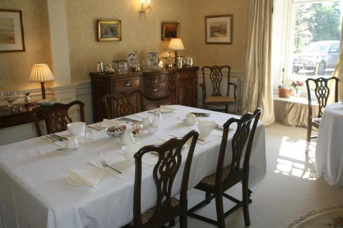 A restaurant or other place to eat at Kirklands House Melrose Bed and Breakfast