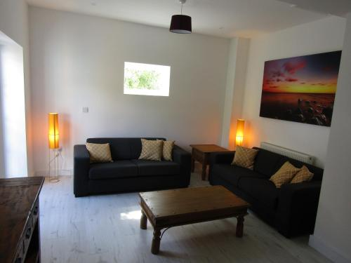2 Bedroom Flat, spacious with free parking, Rottingdean
