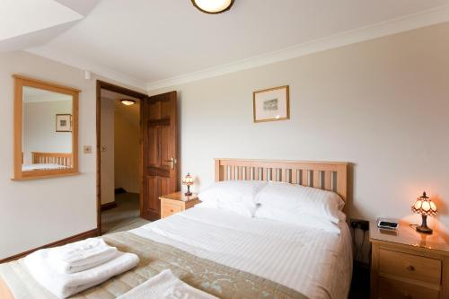 A bed or beds in a room at Green Acres Cottages