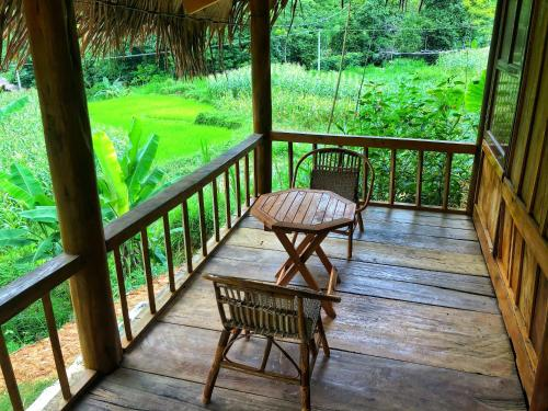 A balcony or terrace at Pu Luong Riverside Lodge