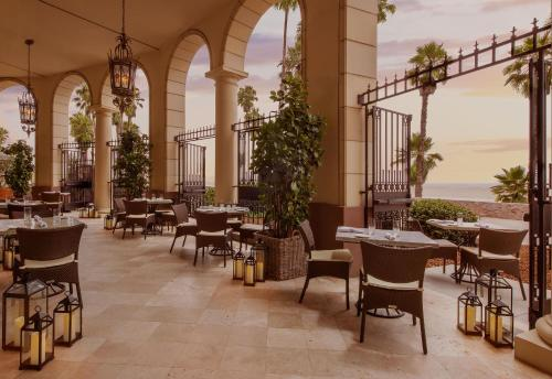 A restaurant or other place to eat at Casa Del Mar