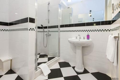 A bathroom at Chiconomy Suites