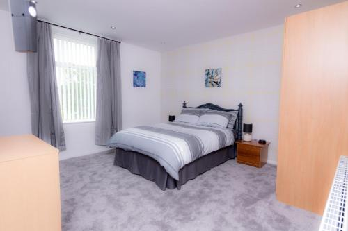Entire House - 2 Bedroom - 3 Bed - Free wifi - TV