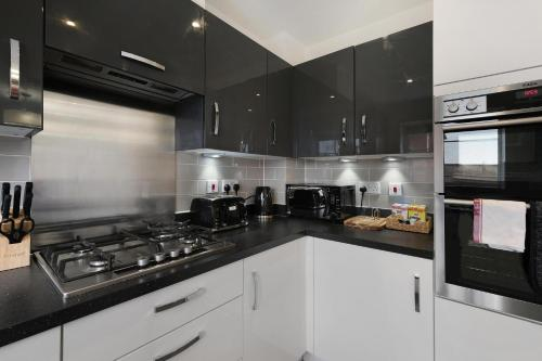 Oxlade Serviced House with 3 Bedrooms up to 6 Beds