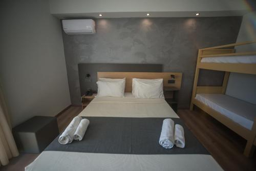 A bed or beds in a room at Pappas Hotel