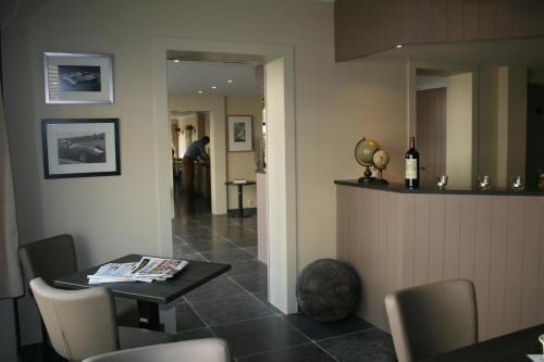 De lobby of receptie bij Hotel Atlas