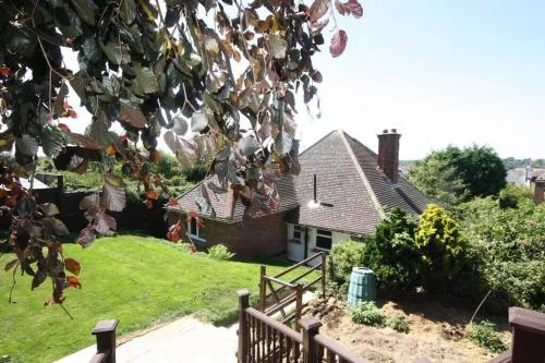 Cozy detached bungalow private gardens bexhill holiday let