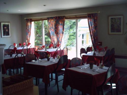 Restaurant ou autre lieu de restauration dans l'établissement Hôtel Charme en Mâconnais