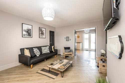 Birchfield Lodge - Sleeps 12 Amazing spacious house