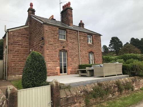 11 Dawpool Cottage