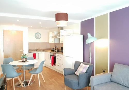 Luxury Central 1 Bedroom Apartment with Balcony