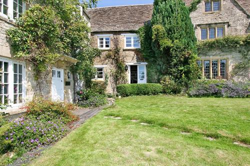 16th Century, Grade II Listed Cotswold�s stone cottage