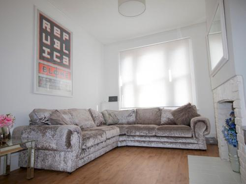 A Windsor Dream Home! Stylish and Roomy!