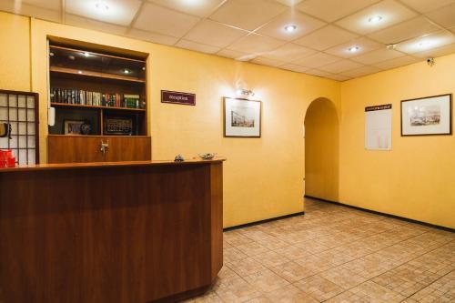 Лобби или стойка регистрации в Отель Old Flat на Греческом