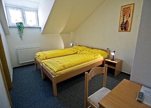 Postel nebo postele na pokoji v ubytování Penzion U hamru