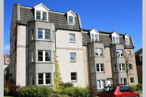 Ferryhill Apartment - Central Location with Private Parking