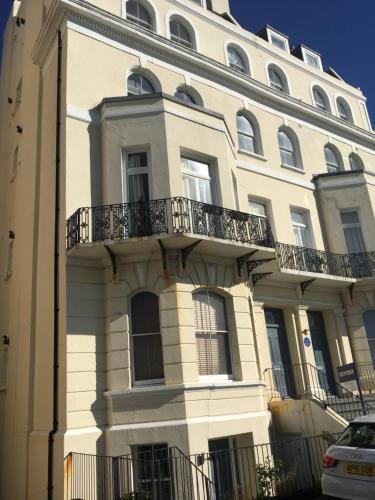 Flat 10, Martin Neame House