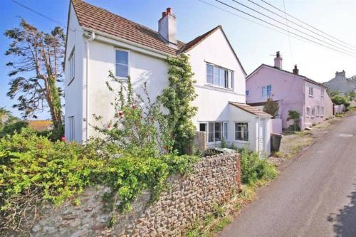 Charmouth Holiday Cottage With Sea Views