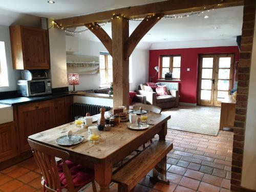 Delightful dog friendly cottage on the River Adur close to Brighton & the Downs.