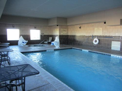 The swimming pool at or near Hampton Inn & Suites Dumas