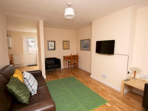 Oxford 2 Bed Garden Home and Street Parking