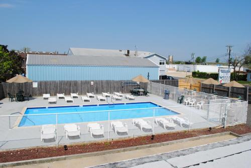 A view of the pool at Shore Point Motel or nearby
