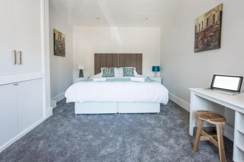 Newlyn House - Sleeps 11