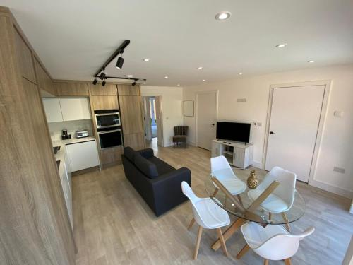 Modern 2Bed, 2Bath Flat with Free Parking and Garden
