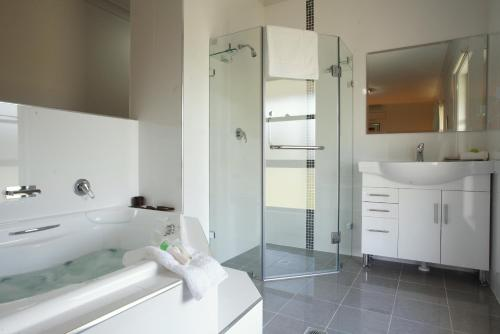 A bathroom at Talga Estate