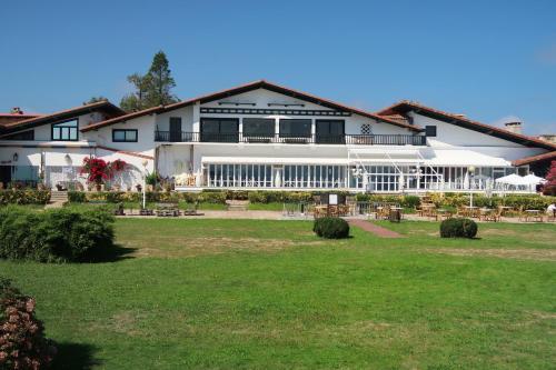 Jardín al aire libre en Hotel Gudamendi