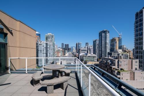 A balcony or terrace at GEC Granville Suites Downtown