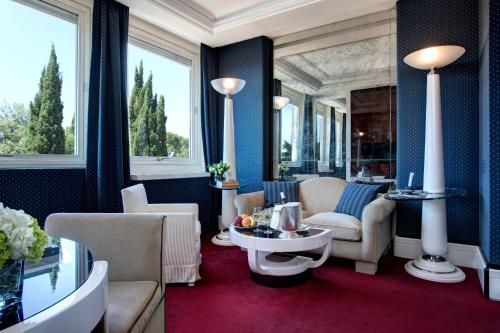 A restaurant or other place to eat at Hotel Lord Byron - Small Luxury Hotels of the World
