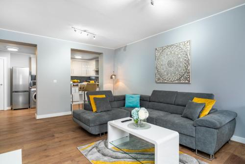 Pretty Apartment Near Stonehenge Amesbury Town Center 55 Inch 4K Smart TV Netflix
