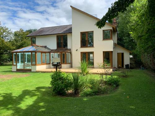 Acorn Lodge River Retreat Glasbury Sleeps 8-9 Near Hay on Wye and Brecon