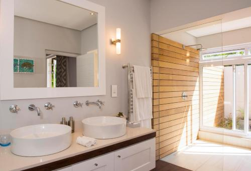 A bathroom at Four Rosmead Boutique Guesthouse