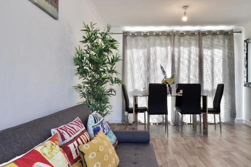 Six Hill Stevenage Apartments With Garden