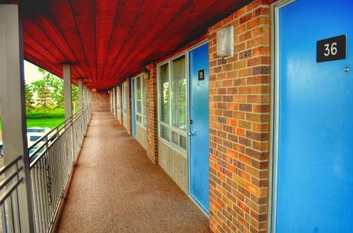 A balcony or terrace at Thunderbird Lodge