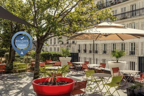 A porch or other outdoor area at Mercure Paris Montmartre Sacré Coeur