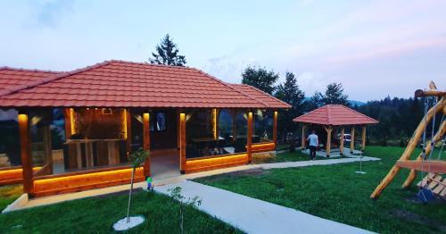 Popločano dvorište ili prostor na otvorenom u objektu Lodge Nagramak