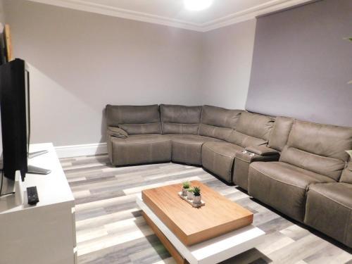 WINMORE - Modern 3 Bedroom city apartment