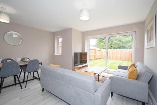 Cosy 3 Bedroom Home in Birmingham with Garden