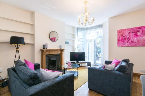 Lovely, Spacious & Inviting 5bed House w/ Parking - Redcliffe House
