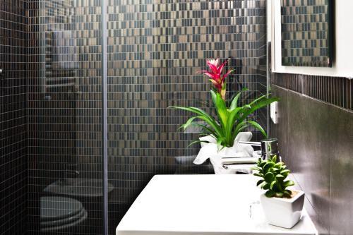 A bathroom at B&B Rome Key Home