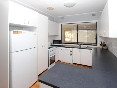 A kitchen or kitchenette at 59 Wharf Street Opposite Bowling Club