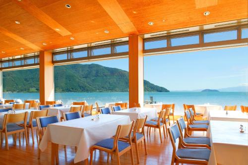 A restaurant or other place to eat at Grand Park Hotel Okubiwako Makino