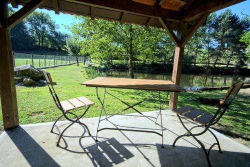 A porch or other outdoor area at Le Petit Lac