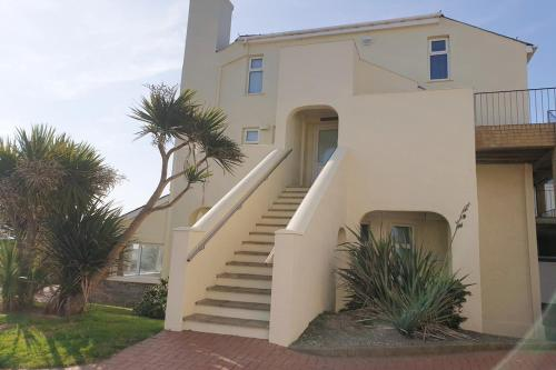 15 The CLIFF APARTMENT-2 BED- SEA VIEW