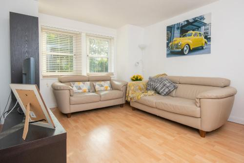CONTRACTOR 2 Bed Apt Dwellcome Home Aberdeen