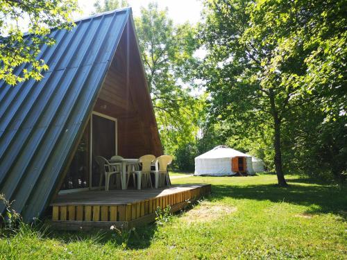 Terrasse ou espace extérieur de l'établissement Camping Domaine de Mepillat