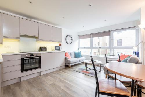 Murrays Bridge - Central Apartment with Parking